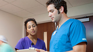 Interoperability-Nurses-talking-in-hallway-Listing
